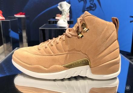 NIKE WMNS AIR JORDAN 12 RETRO VACHETTA TAN/METALLIC GOLD-SAIL