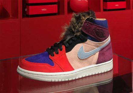 NIKE WMNS AIR JORDAN 1 OG HIGH CORE BORDEAUX/SUNSET TINT/RUSH RED/LIGHT ARMORY BLUE
